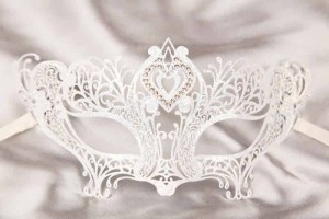 White Cuore - Luxury Filigree Metal Mask with Crystal Heart