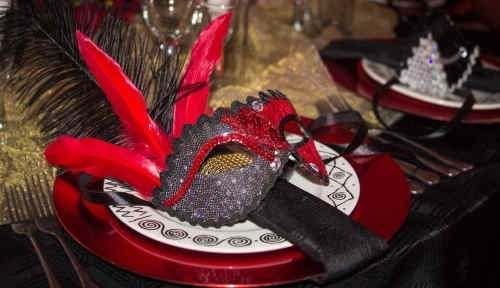 Venetian mask used as a table setting